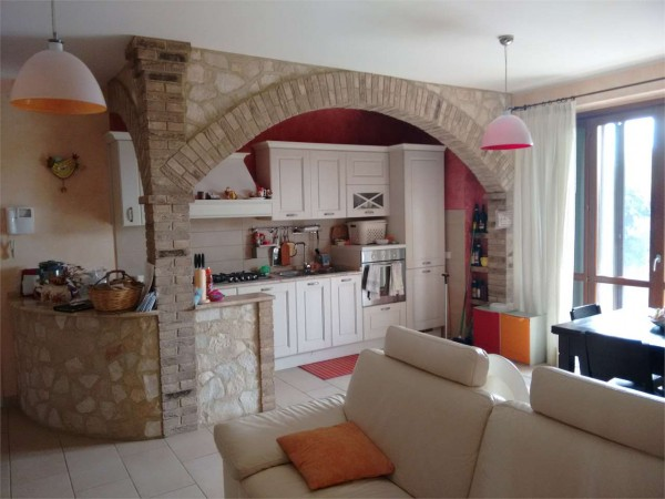 Appartamento in vendita a Corciano, Capocavallo, Con giardino, 80 mq