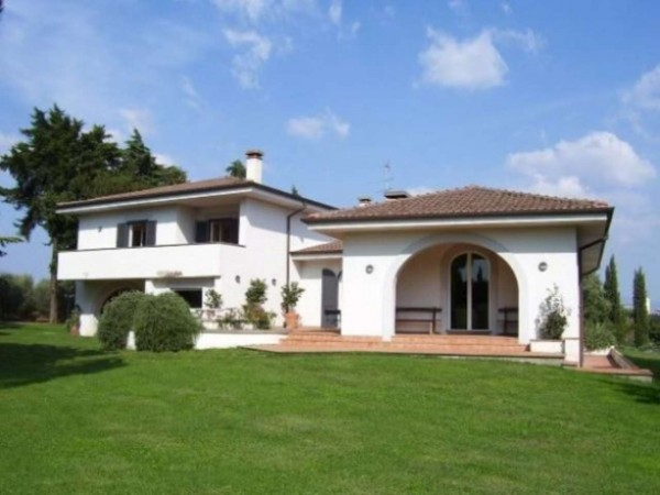 Villa in vendita a Pomezia, Con giardino, 500 mq