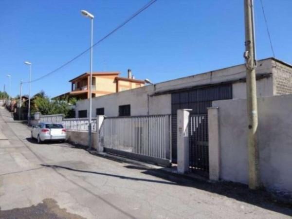 Capannone in vendita a Pomezia, 480 mq