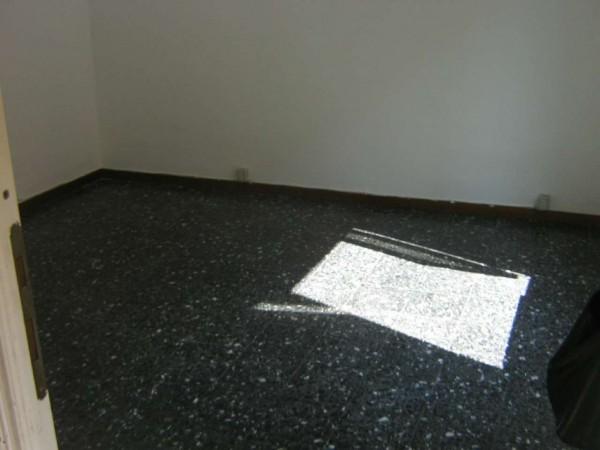 Appartamento in vendita a Genova, Rivarolo, 70 mq - Foto 2