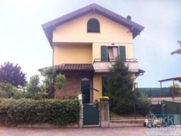 Villa in vendita a Treviglio, Con giardino, 215 mq