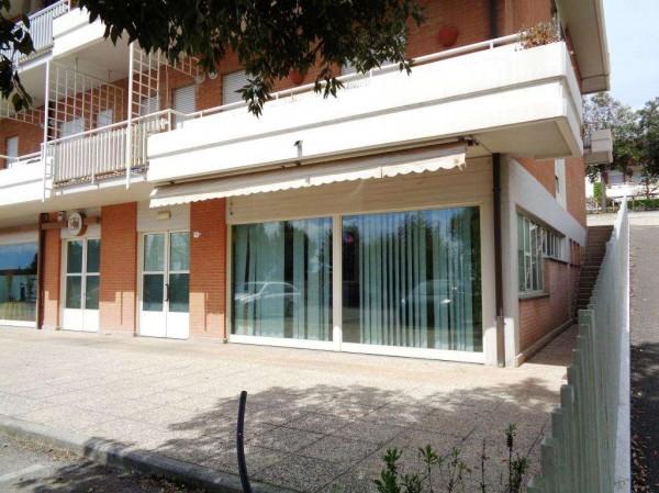 Negozio in affitto a Perugia, San Sisto, 130 mq