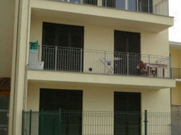 Appartamento in vendita a Caronno Pertusella, Centro Storico, Con giardino, 95 mq