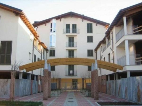 Appartamento in vendita a Caronno Pertusella, Con giardino, 92 mq