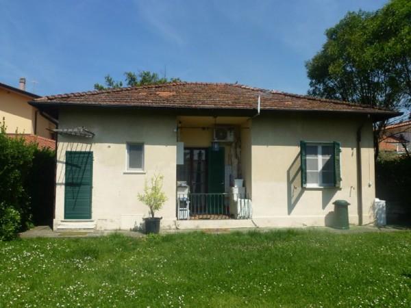 Villa in vendita a Forte dei Marmi, Via Piave, Con giardino, 110 mq - Foto 1
