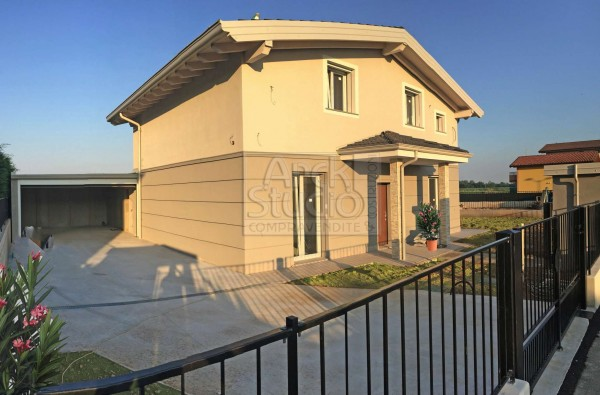 Villa in vendita a Cassano d'Adda, Groppello, Con giardino, 160 mq