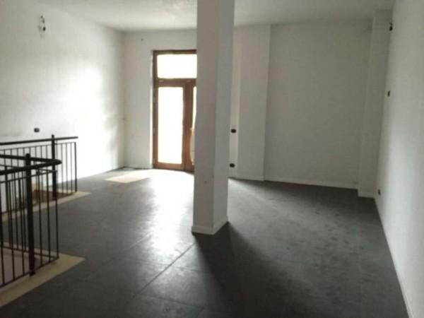 Negozio in affitto a Rivoli, 140 mq