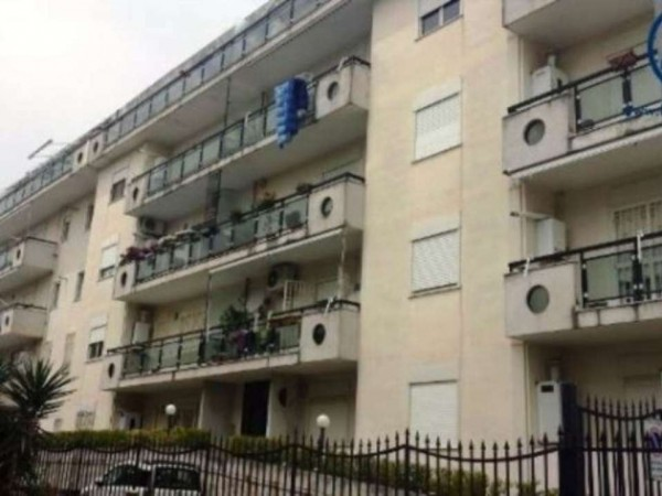 Appartamento in vendita a Caserta, Petrarelle, 105 mq