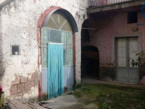 Casa indipendente in vendita a Caserta, 90 mq