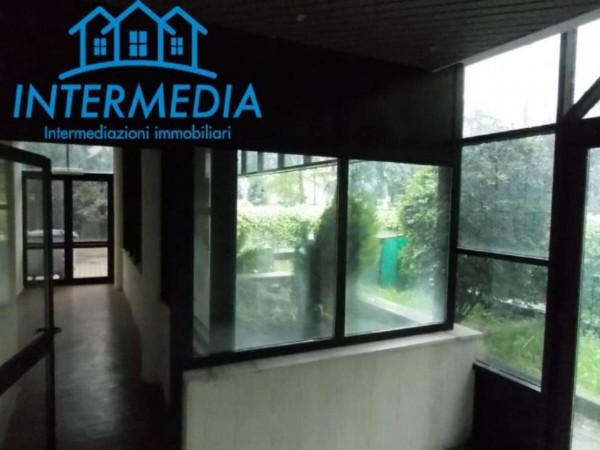 Locale Commerciale  in vendita a Rozzano, Con giardino, 3200 mq - Foto 9