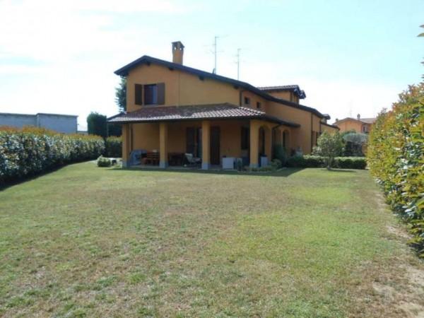 Villa in vendita a Spino d'Adda, Residenziale, Con giardino, 222 mq
