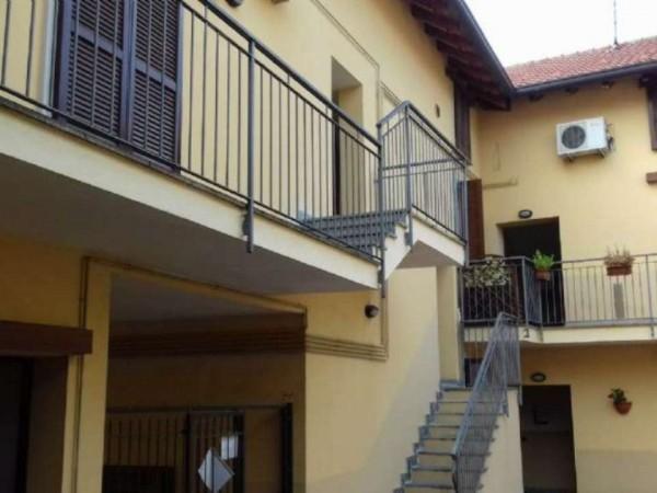 Appartamento in vendita a Caronno Pertusella, Arredato, 67 mq