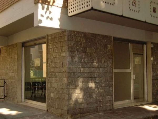 Negozio in vendita a Modena, 65 mq - Foto 1