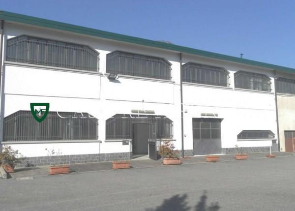 Capannone in vendita a Arcisate, 204 mq - Foto 1
