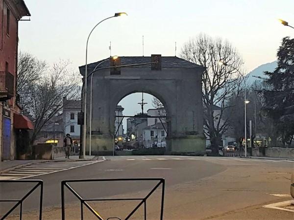 Locale Commerciale  in vendita a Aosta, Centro Storico, Arredato, 140 mq - Foto 2
