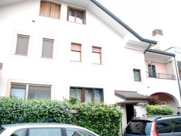 Villetta a schiera in vendita a Novate Milanese, Centro, Arredato, con giardino, 170 mq
