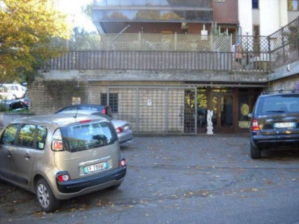 Negozio in vendita a Grottaferrata, 450 mq