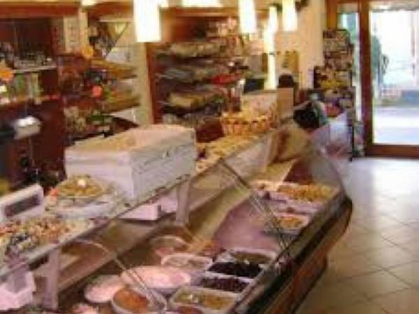 Locale Commerciale  in vendita a Firenze, Arredato, 50 mq