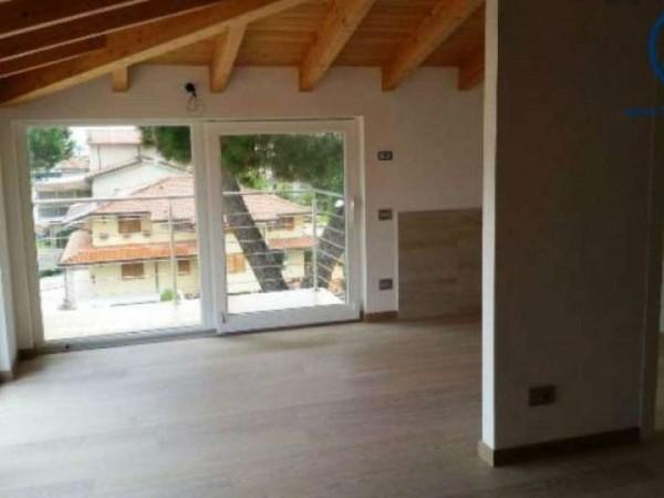 Appartamento in vendita a Camaiore, 115 mq