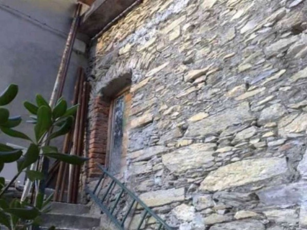 Casa indipendente in vendita a Avegno, Con giardino, 75 mq