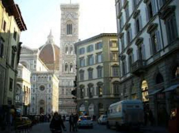 Negozio in vendita a Firenze, 250 mq