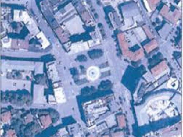 Locale Commerciale  in vendita a Pordenone, Arredato, 260 mq