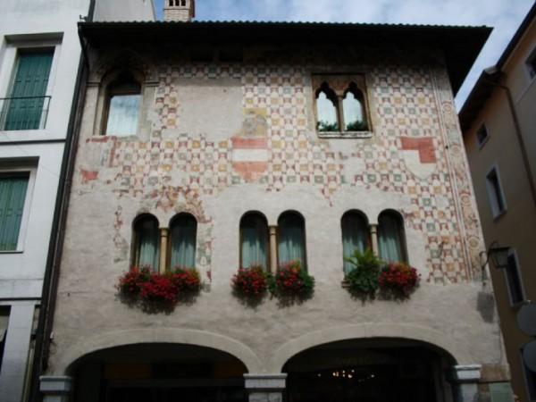 Locale Commerciale  in vendita a Pordenone, Arredato, 120 mq