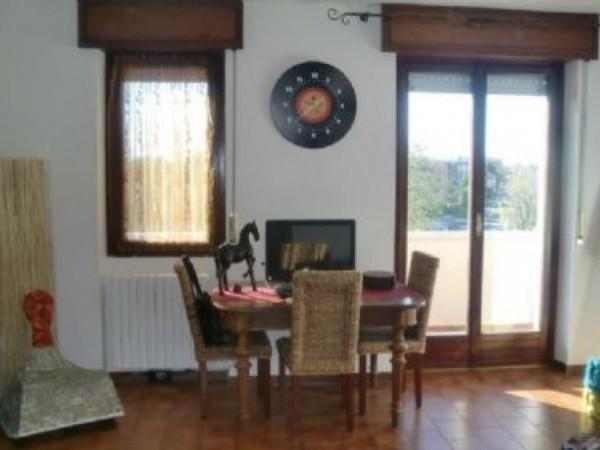 Appartamento in vendita a Magenta, 100 mq