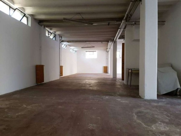 Locale Commerciale  in vendita a Milano, Piazza Tripoli / Soderini / Misurata, 240 mq