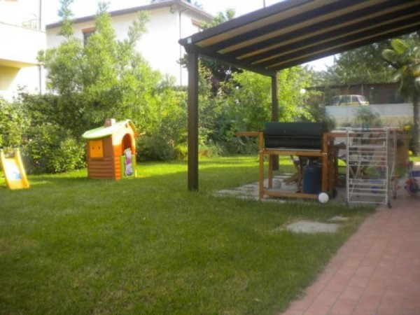 Casa indipendente in vendita a Forlì, San Lorenzo In Noceto, Con giardino, 110 mq