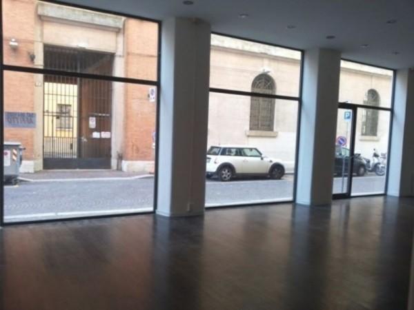 Negozio in vendita a Forlì, Centro Storico, 110 mq