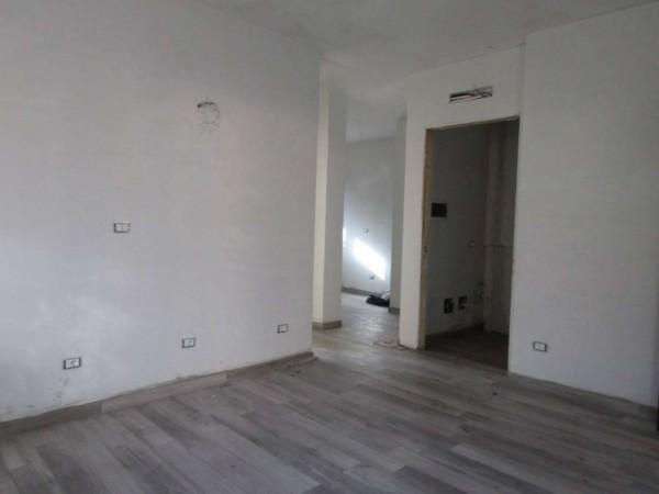 Appartamento in vendita a Milano, Piazza Esquilino, Con giardino, 54 mq