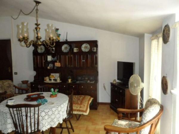 Appartamento in vendita a Cittiglio, Semi Centro, Con giardino, 60 mq