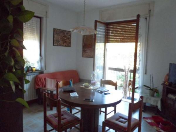 Villa in vendita a Cittiglio, Semi Centro, Con giardino, 200 mq