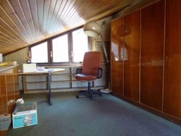 Casa indipendente in vendita a Gallarate, 240 mq - Foto 2