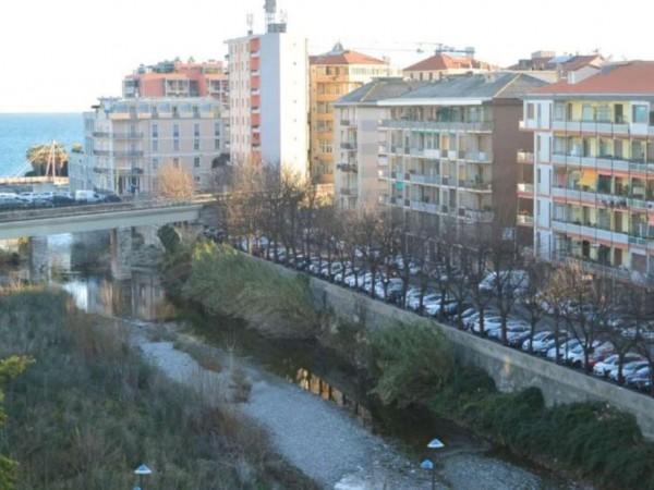 Appartamento in vendita a Savona, Oltreletimbro, 85 mq