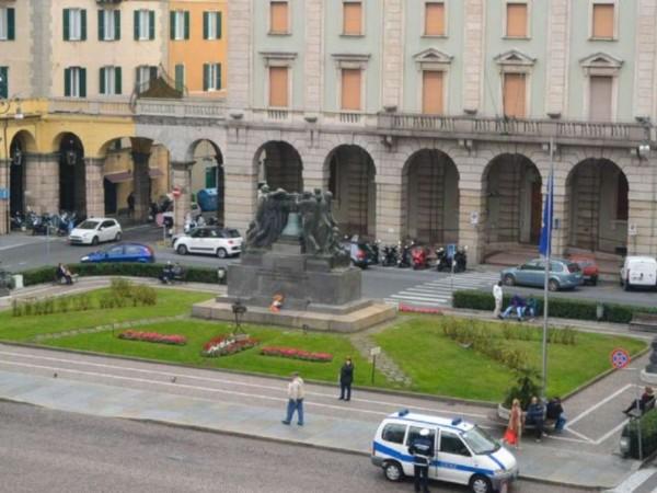 Ufficio in vendita a Savona, Centro Storico, 250 mq