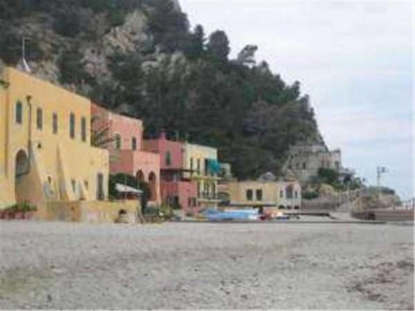 Appartamento in vendita a Finale Ligure, 100 mq - Foto 1