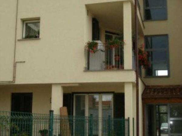 Appartamento in vendita a Caronno Pertusella, Con giardino, 98 mq