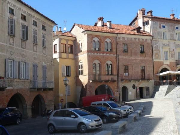 Locale Commerciale  in vendita a Mondovì, Piazza, Arredato, 100 mq