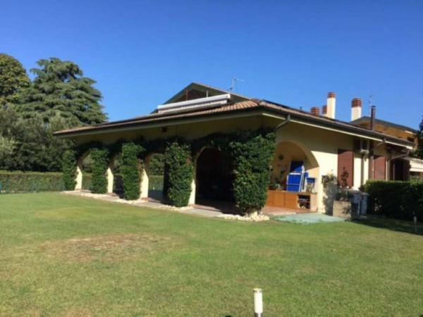 Casa indipendente in vendita a Lesmo, 415 mq
