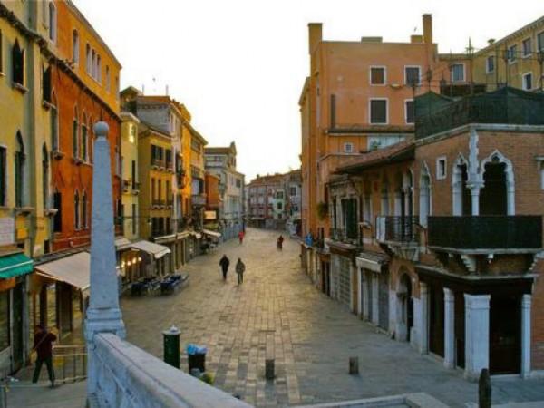 Negozio in affitto a Venezia, Strada Nova - Cannaregio, 27 mq