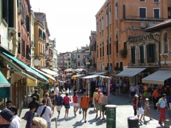 Negozio in vendita a Venezia, Strada Nova - Cannaregio, 30 mq