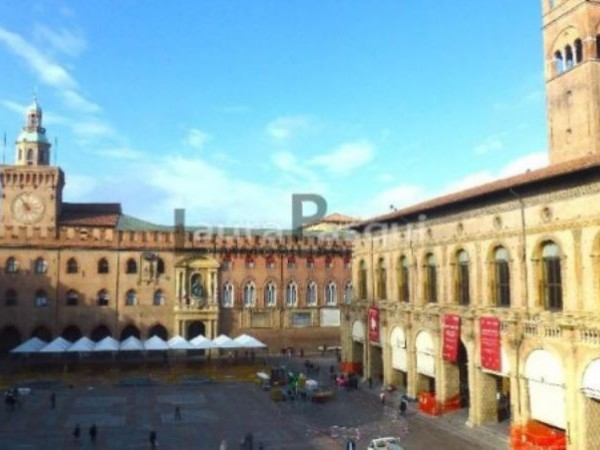 Appartamento in vendita a Bologna, Centro Storico - Centro Storico, 95 mq