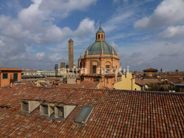 Appartamento in affitto a Bologna, Due Torri - Piazza Maggiore - Centro Storico, 245 mq