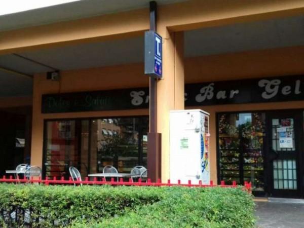 Locale Commerciale  in vendita a Roma, Arredato, 70 mq