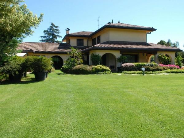 Casa indipendente in vendita a Lesmo, California, 940 mq - Foto 1