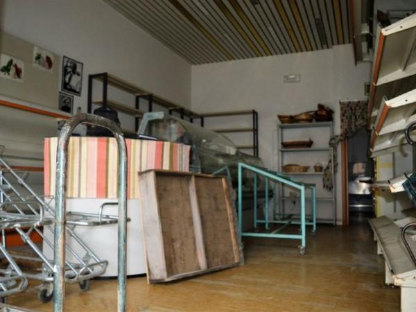 Negozio in vendita a Forlì, 60 mq