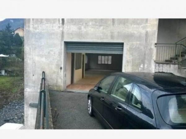 Locale Commerciale  in affitto a Avegno, 200 mq