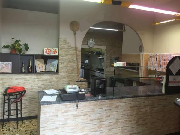 Locale Commerciale  in vendita a Pinerolo, Arredato, 45 mq - Foto 1